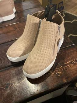 BRAND NEW WOMEN'S SIZE 6.5 TIME AND TRU WEDGE SNEAKERS