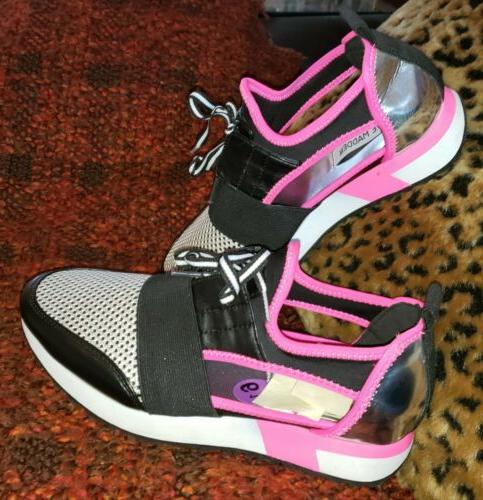 WOMEN'S 6.5 Black MESH SNEAKER NEW