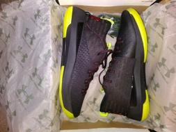 MENS UNDER ARMOUR LIGHTING 5 Sneakers SIZE 11.