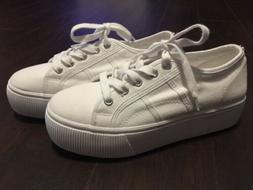 NEW STEVE MADDEN Emmi Size 7.5 White Platform Lace Up Sneake
