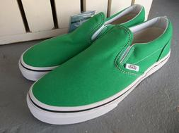 NWT VANS BOYS/YOUTH CLASSIC SLIP ON SNEAKERS/SHOES SIZE 2.BR