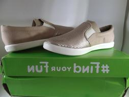 NWT CROCS Size 6 Womens Dual Comfort Slip On Sneaker Shoes T