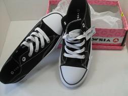 Airwalk Woman's Classic Black/White Sneakers Size 8