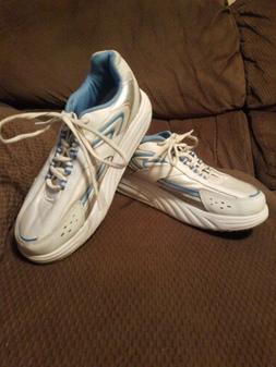 Curves For Women Leather Sneakers Sz 8 1/2 EUC Tennis shoes